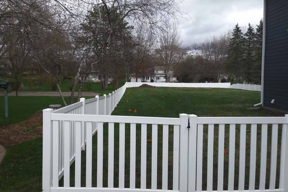 White Vinyul Closed Picket Fence Mn