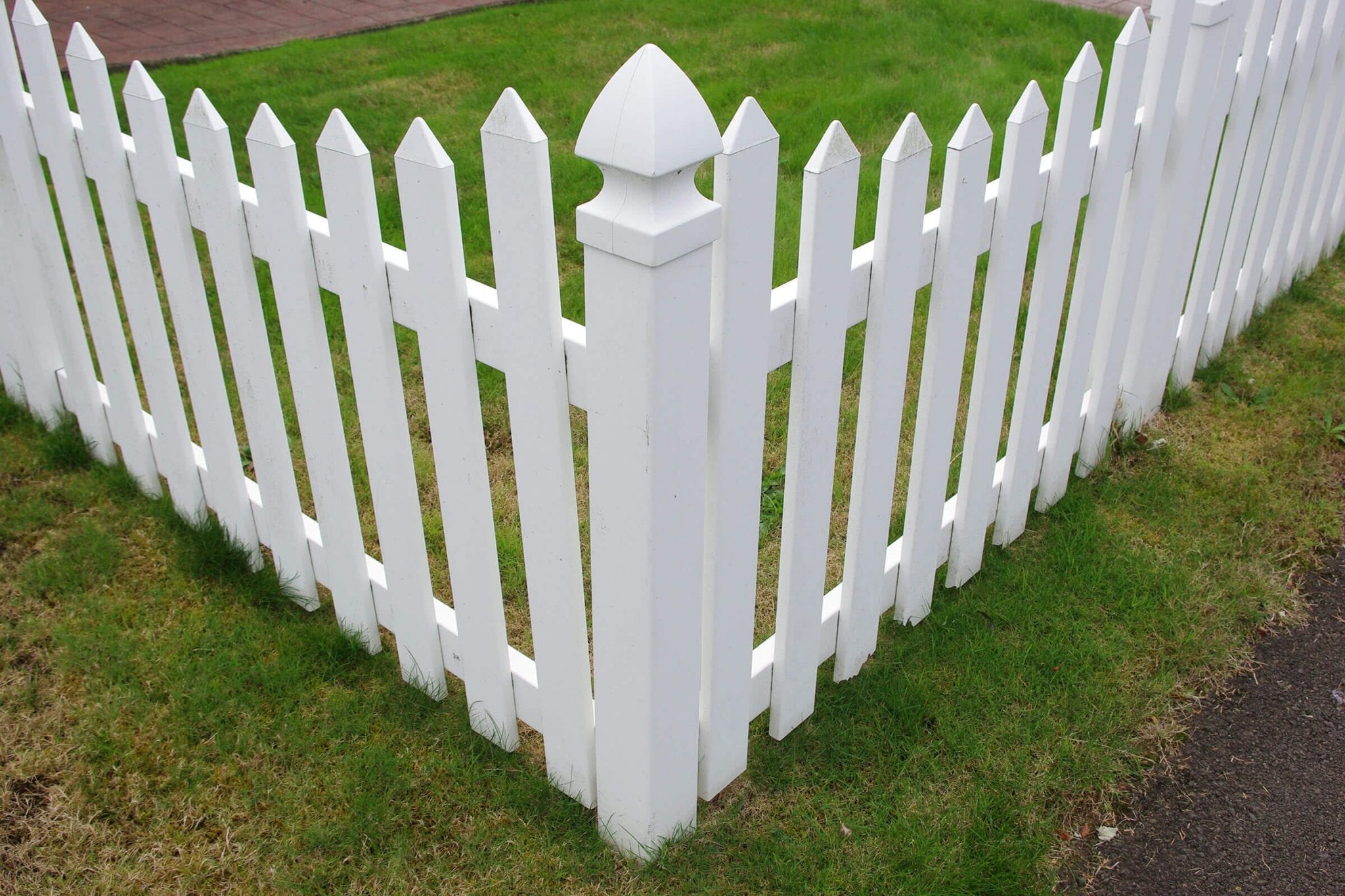 Signs Your Vinyl Fence Needs Repairs