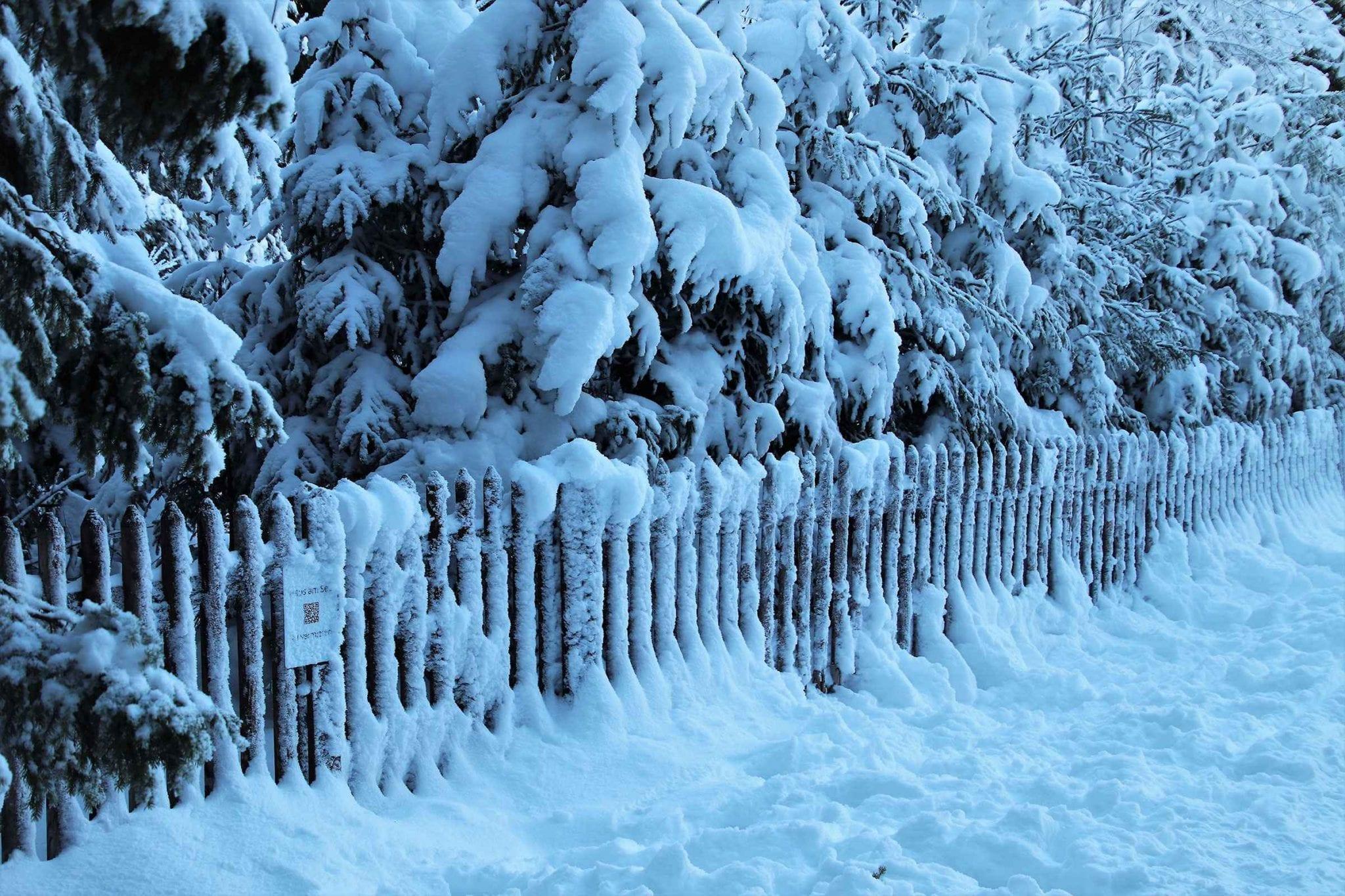 Vinyl Fence Winter Maintenance